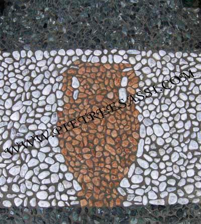Ingresso ciottoli di marmo mosaico pietreesassi for Mosaico pavimento