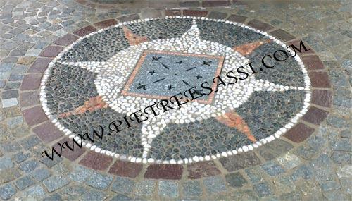 Mosaico a pavimento in ciottoli di fiume pietreesassi - Mosaico per esterno ...