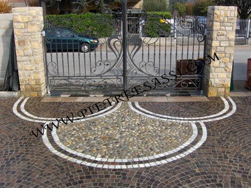 Decorazione pavimento in pietra carrabile pietreesassi for Disegni staccati del garage