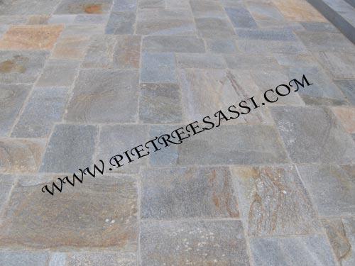 Pavimento in luserna alla romana pietreesassi - Stuccare fughe pavimento esterno ...