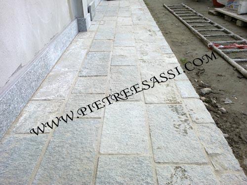 Pavimento In Pietra Di Luserna : Marciapiede in pietra di luserna pietreesassi