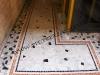 palladiana in marmi e fasce in tessere di mosaico