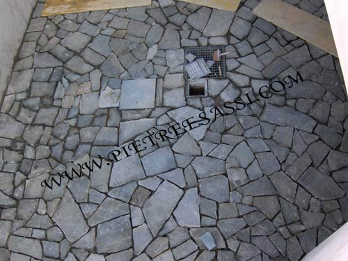 Pavimento In Pietra Di Luserna : Mosaico di luserna pietreesassi