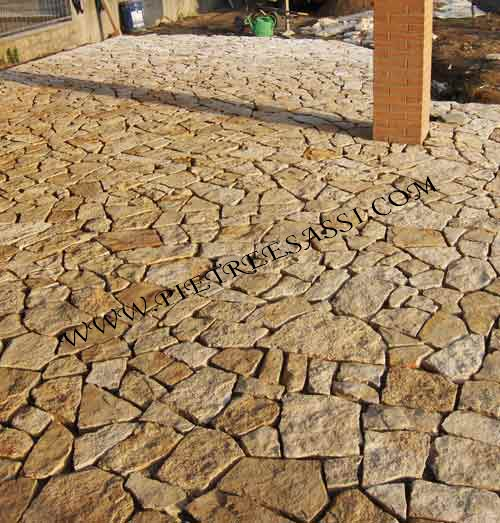 Pavimento in mosaico di pietra di trani pietreesassi - Piastrelle di porfido prezzi ...