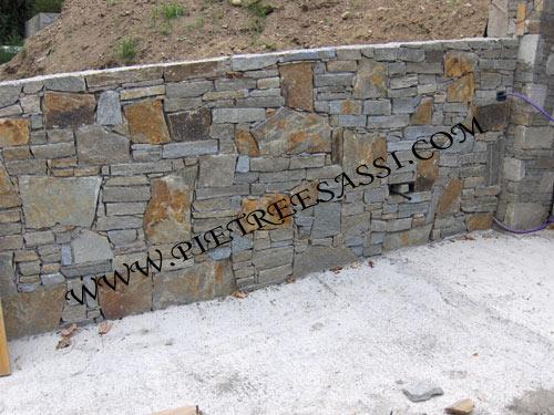Muri in pietra pietreesassi