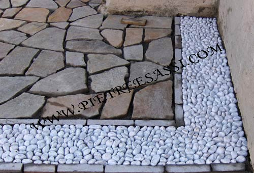 Pietreesassi pavimenti in pietra rivestimenti e mosaici for Sassi finti per esterno