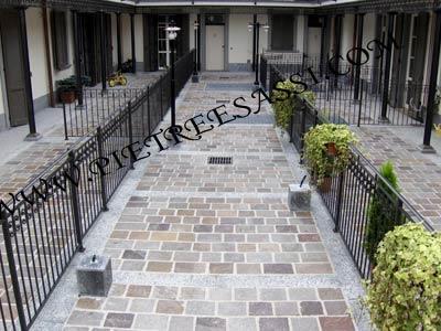 Pavimento in porfido a lastre pietreesassi - Pavimentazione cortile esterno ...