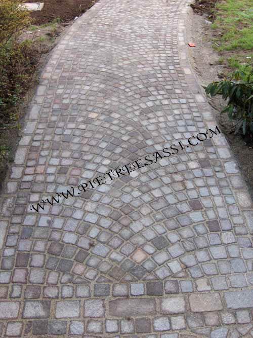 Pavimento in porfido a cubetti pietreesassi for Pavimento esterno in porfido