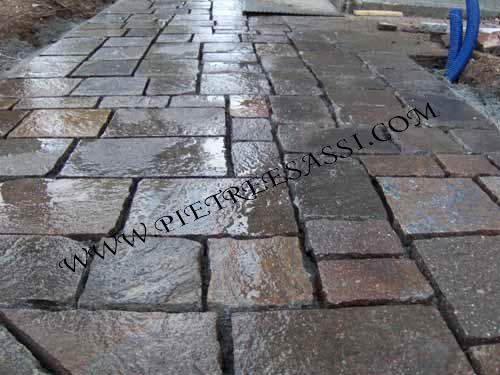 Pavimento in porfido a cubetti pietreesassi - Messa in opera piastrelle ...