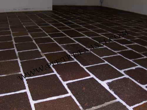 pavimento interno in lastre di porfido a correre
