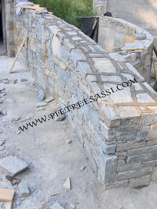 muro in  pietra di luserna