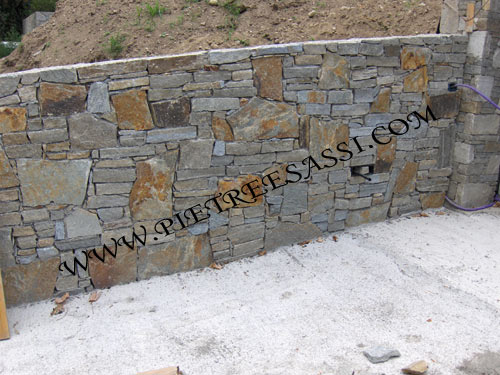Rivestimento Esterno In Pietra Naturale : Rivestimenti e muri in pietra pietreesassi