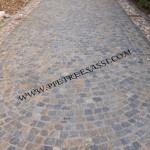 vialetto in pietra in cubetti