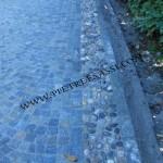 pavimento in cubetti di luserna e fascia di ciottoli