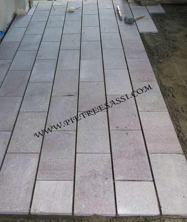 Pavimento esterno archivi pietreesassi for Piastrelle per scale esterne