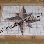 mosaico armato con rete prima del getto
