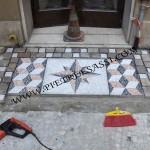 posa del mosaico in ciottoli
