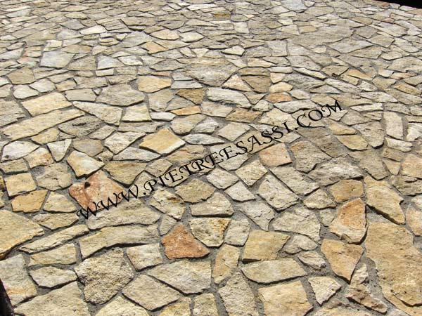 Pavimento In Pietra Di Trani : Pavimentazione in pietra di trani pietreesassi