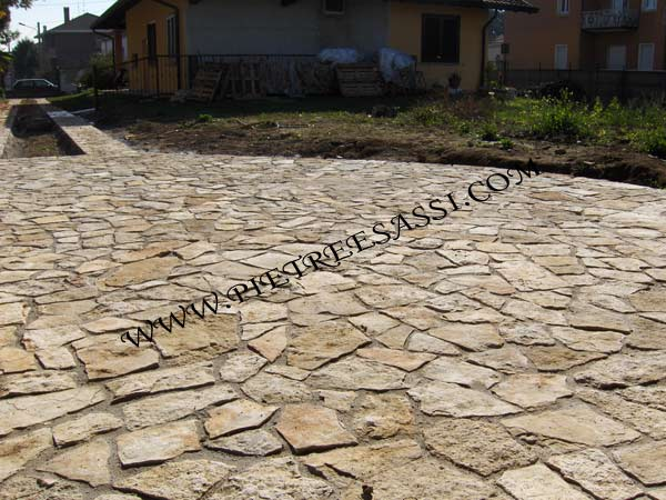 Pavimentazione in pietra di trani pietreesassi