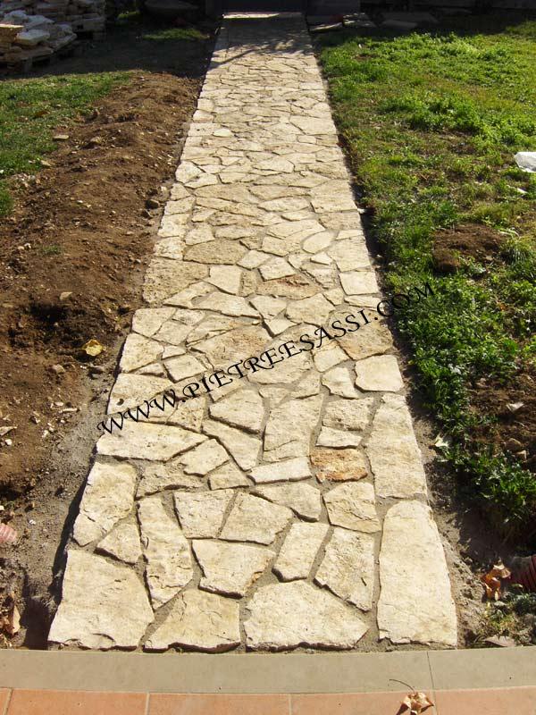 Camminamento in pietra per giardino