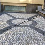 pavimento in ciottoli con fasce
