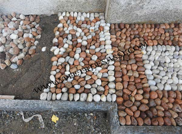 pavimento in sassi di fiume selezionati